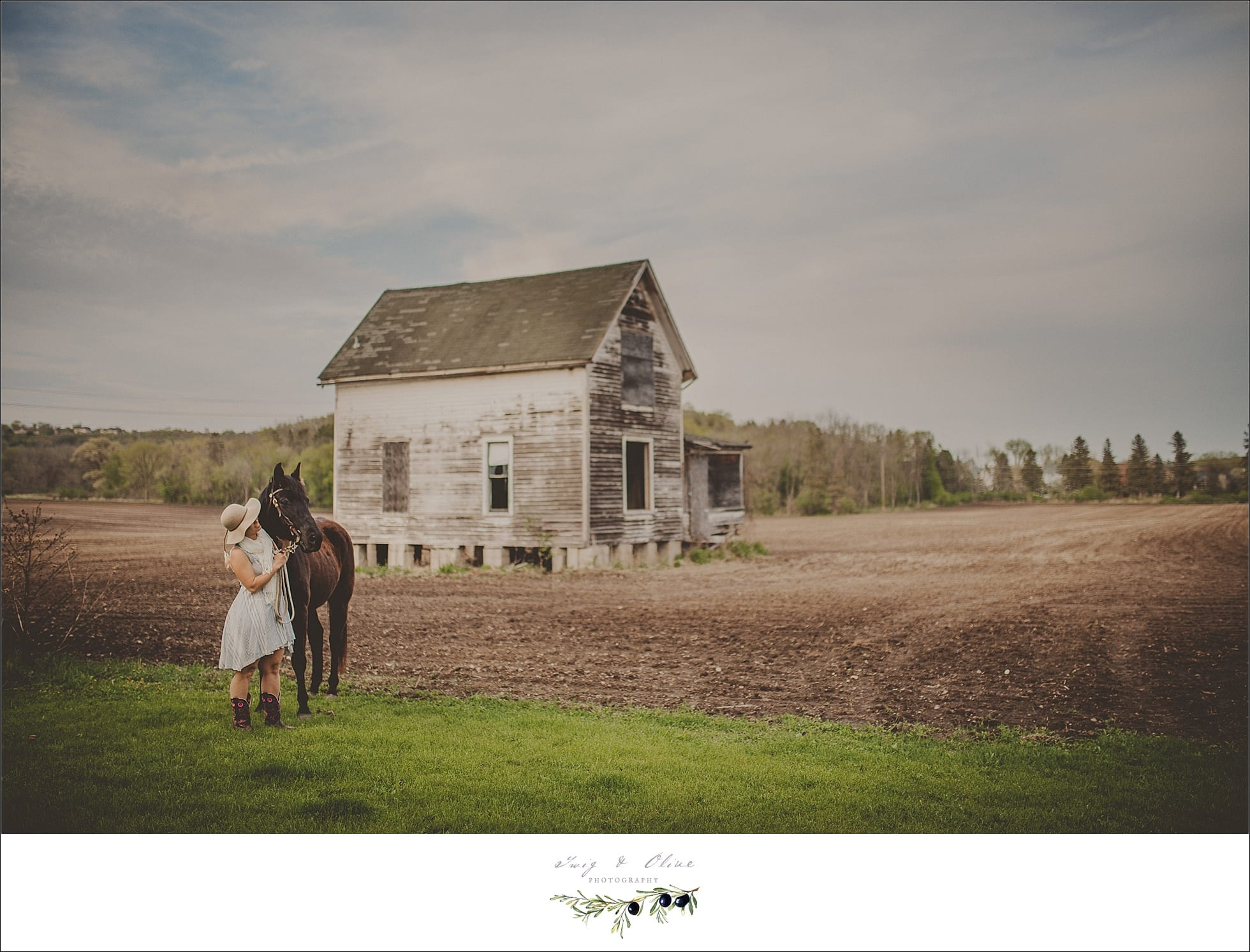 barns, rustic outdoor sessions, horses, portraits, Twig and Olive photography